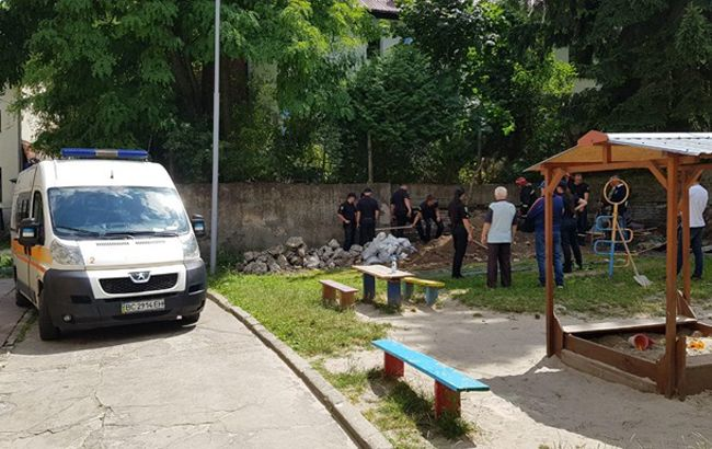 У Львові обвалилася стіна дитсадка, є загиблий