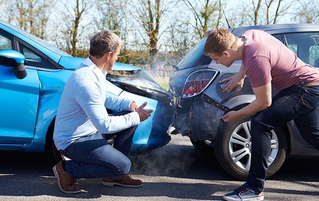 На свій страх і позов: як автовласники вибивають виплати з страховиків-банкрутів