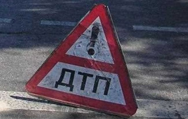 Фото: у Львівській області автомобіль збив людину на велосипеді