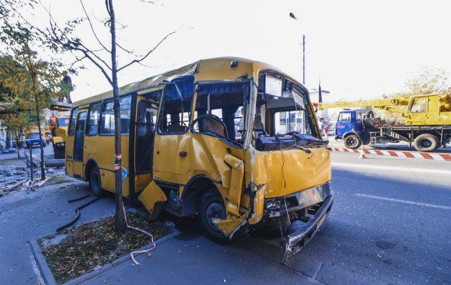 У Києві через ДТП з маршруткою зупинився рух тролейбусів