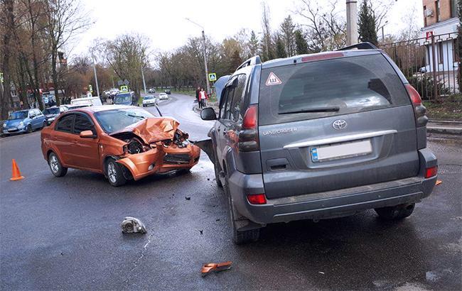 В сети показали момент ужасного столкновения авто в Киеве (видео)