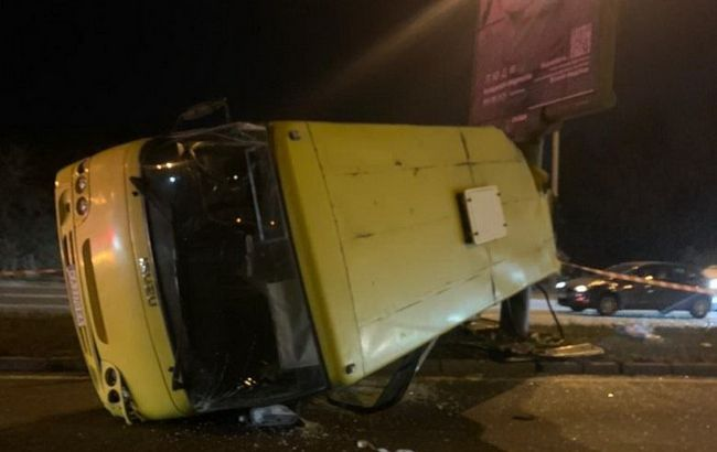 В Киеве в ДТП с маршруткой пострадали шесть человек