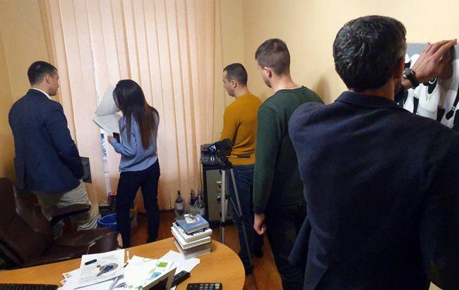 """В НАБУ подтвердили обыски в здании телеканала """"Думская"""""""