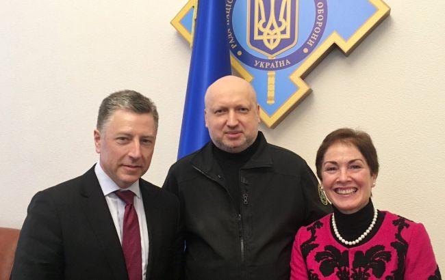 Турчинов обсудил сВолкером ипослом США закон оДонбассе