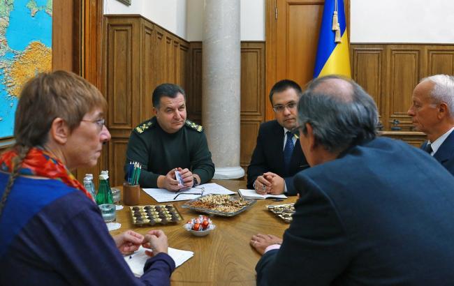 Фото: Степан Полторак провів зустріч з іноземними радниками