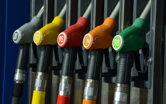 Цены на бензин на АЗС в Киеве 24 октября почти не изменились