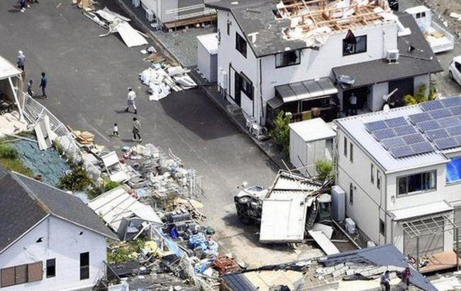 По Японии пронесся сильный торнадо: переворачивал автомобили и сносил крыши домов