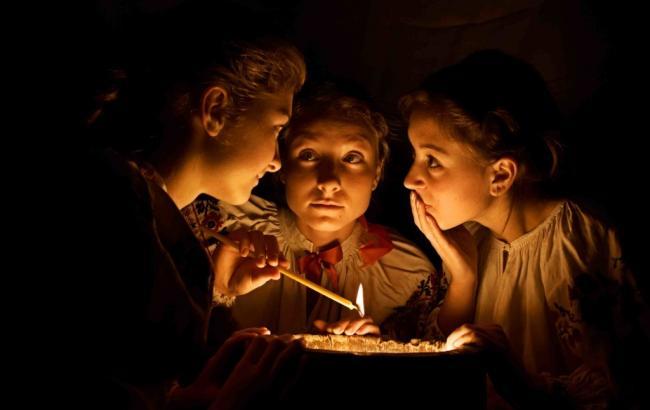 Фото: Дівчата збиралися на вечорницях, щоб дізнатися ім'я судженого (od.vgorode.ua)