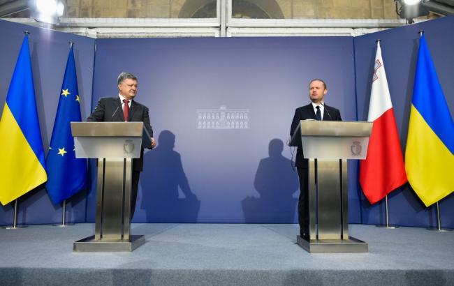 Фото: Петр Порошенко и Джозеф Мускат