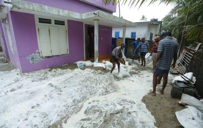 Индию накрыл мощный циклон: 150 тысяч человек эвакуировали, есть погибшие