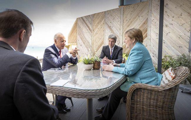 """Меркель обговорила з Байденом """"Північний потік-2"""""""
