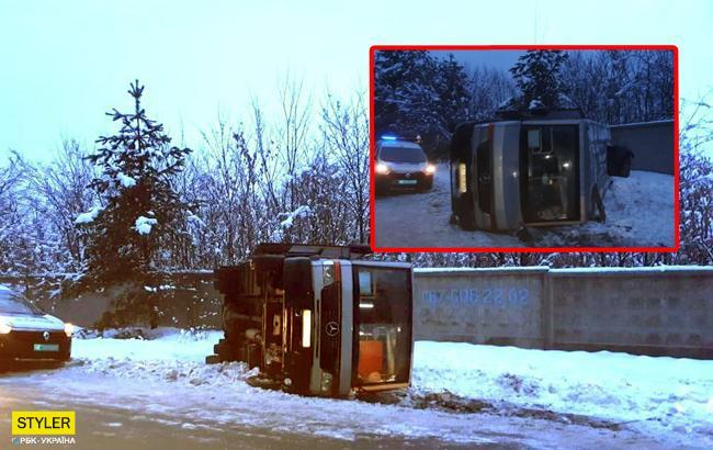 Перевернулась маршрутка: пассажиры рассказали подробности инцидента
