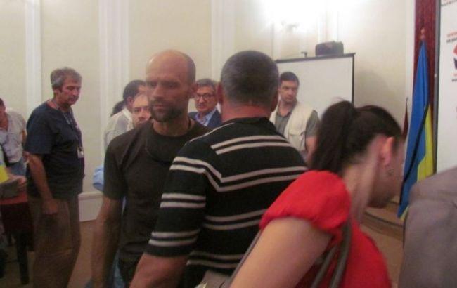 Фото: мариупольский депутат устроил перепалку с Сергеем Тарутой