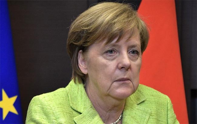 Меркель: потрібно продовжувати обговорювати питання введення миротворців ООН на Донбас