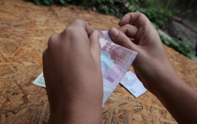 Фото: Денежные банкноты могут быть переносчиками болезнетворных бактерий (business.vesti-ukr.com)