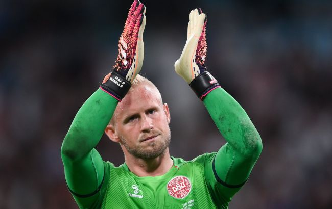 Світили лазером у Шмайхеля: УЄФА розслідує поведінку англійських фанів на матчі з Данією