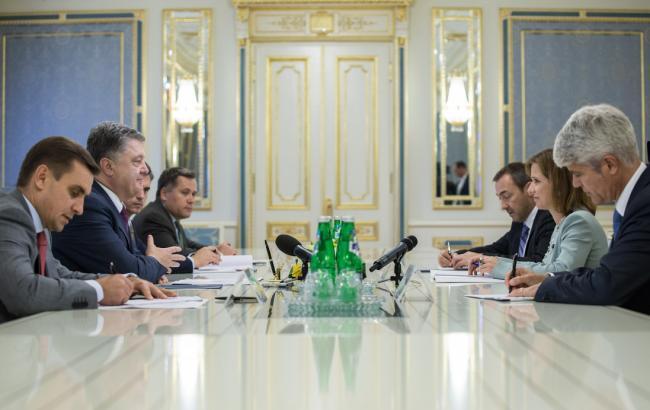 Фото: Порошенко встретился со швейцарским представителем Марквальдер