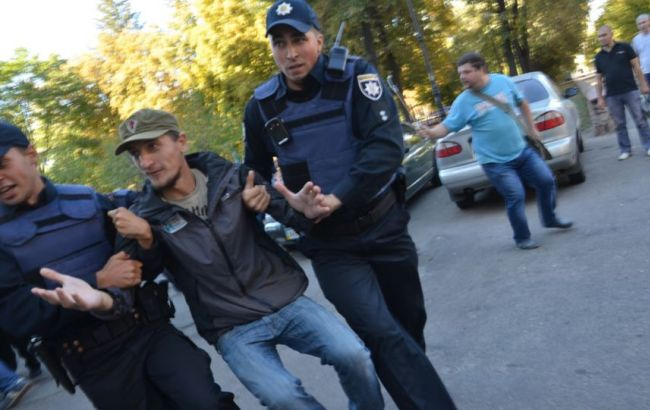 Фото: момент задержания активиста