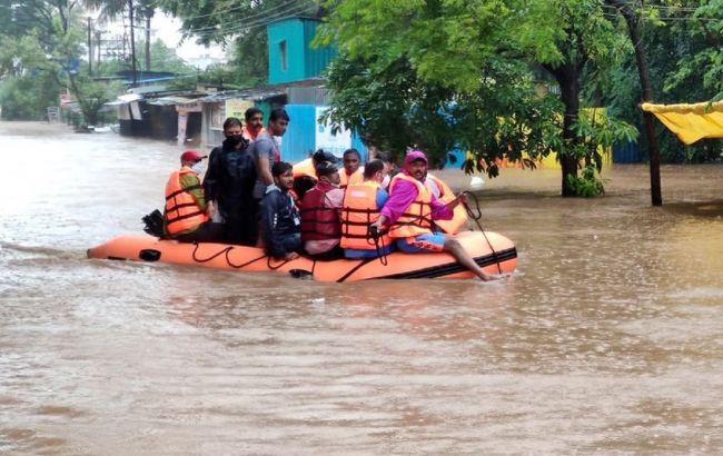 Індію накрили найсильніші зливи за останні 40 років. Загинули вже 125 осіб
