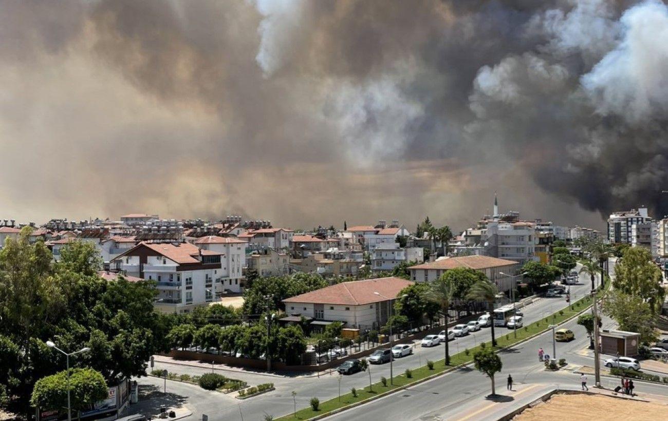 В Анталии в результате лесного пожара пострадали более 50 человек