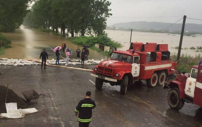 Подтопления на западе Украины: разрушены мост и дома, пропал ребенок