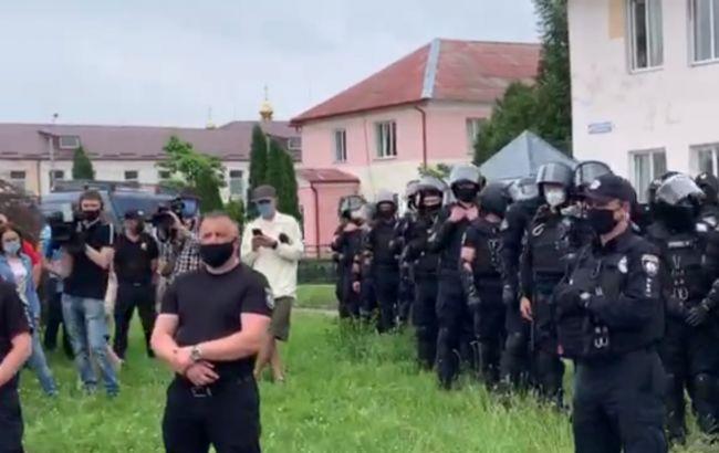 У Рівненьській області сталася бійка між Нацкорпусом й представниками нардепа Литвиненка