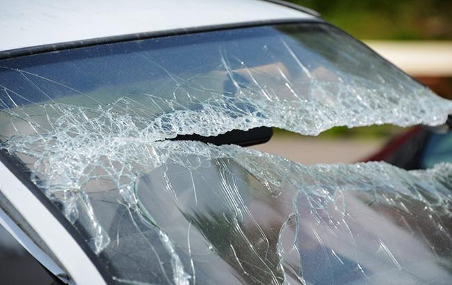 """""""Добрі дітки"""": київські хулігани атакували водіїв (відео)"""