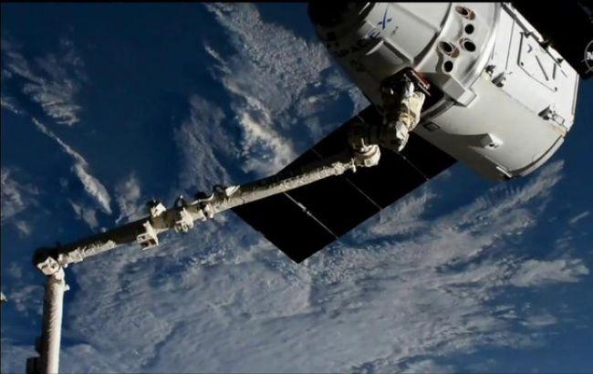 Американский грузовой корабль Cargo Dragon сблизился с МКС