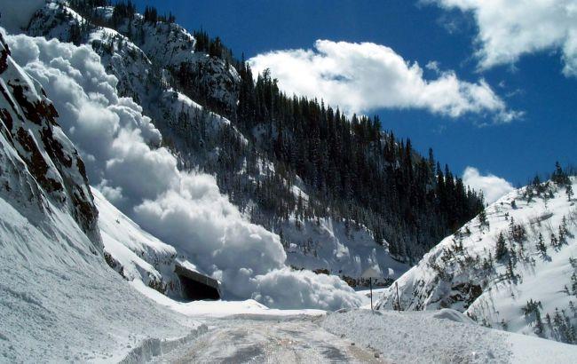 Фото: в 2 областях зберігається значна лавинна небезпека