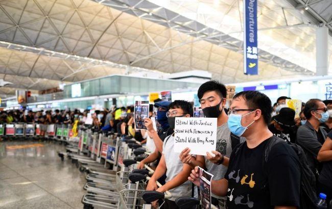 У Гонконзі відбулися сутички між демонстрантами і їх супротивниками