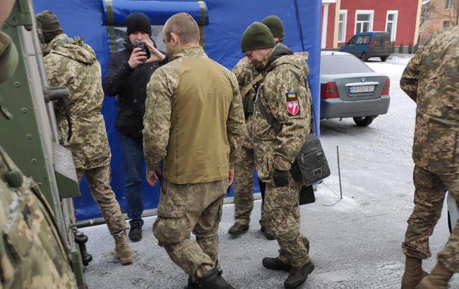 Боевики передали Украине бойца ООС, которого держали в плену