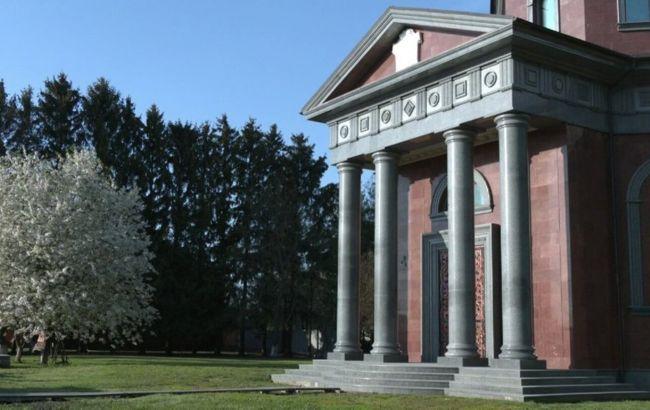 Как у Наполеона: черниговский фермер построил себе мавзолей за 3 миллиона долларов (видео)