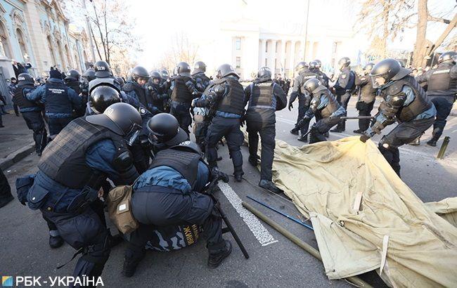 Сутички та протести: що відбувається під Радою
