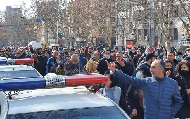 Протесты в Ереване продолжаются. Заблокировано движение в центре города