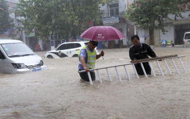 Фото: у Китаї тривають повені, викликані рясними опадами