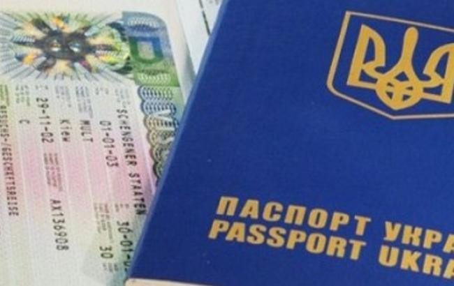 Украина с 12 января начнет выдачу биометрических паспортов, - Яценюк