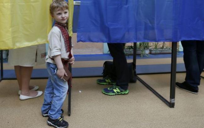 Выборы Рады: явка на 20:00 по 50 округам составила 52,96%