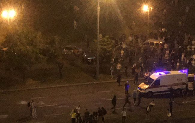 Автозак протаранив натовп протестуючих в Мінську