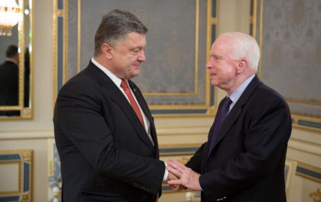 Фото: Петр Порошенко и Джон Маккейн
