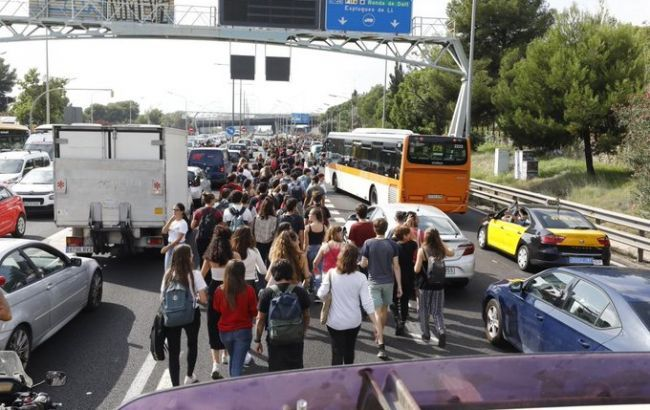 Українців попередили про можливі затримки рейсів у Барселоні