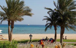 Песчаные бури и холодный ветер: к какой погоде готовиться туристам на курортах Египта