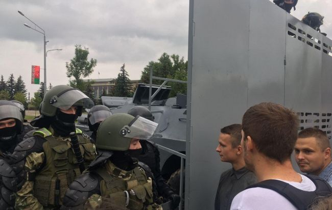 В Минске задержали спасателей, которые вытащили из реки протестующих