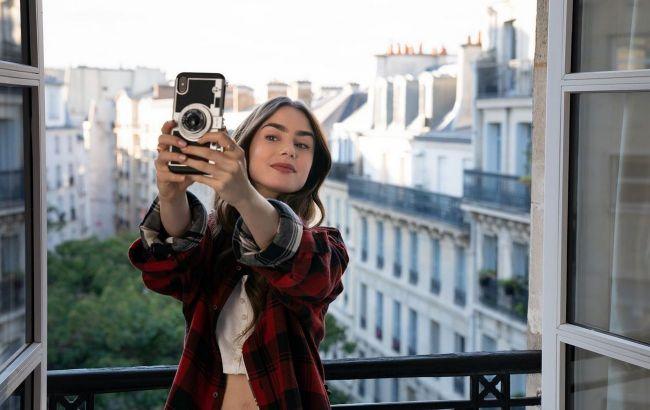 """Яскраво, незвично, сміливо: стиліст розповіла, які деталі з """"Емілі в Парижі"""" точно варто повторити"""
