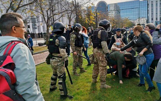 Российские ОМОНовцы жестоко разогнали мирный митинг