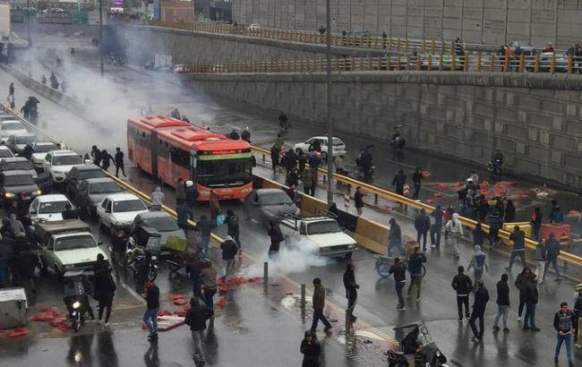 В Иране во время протестов убит человек