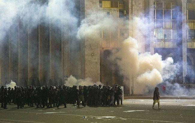 В Бишкеке демонстранты захватили здание парламента