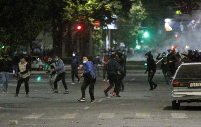В Киргизии сообщили о первом погибшем в ходе протестов, почти 600 ранены