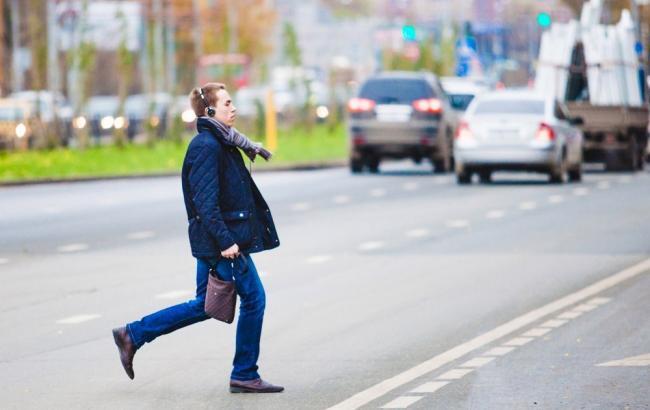 Фото: Пешеход перебегает дорогу (vladnews.ru)
