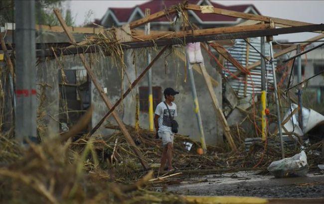 Потужний тайфун на Філіппінах: загинули 16 людей