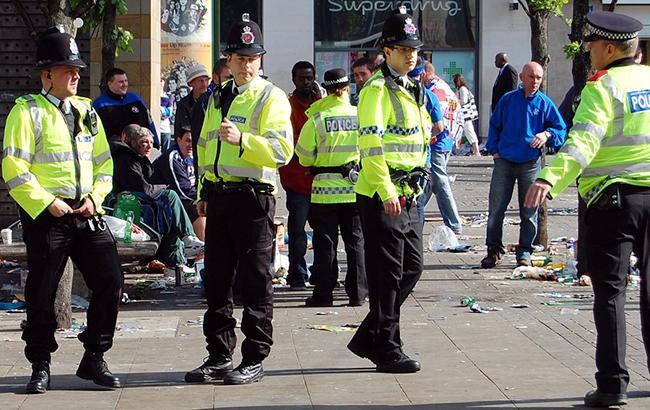 В Британии автомобиль врезался в толпу празднующих Ураза-байрам, есть пострадавшие